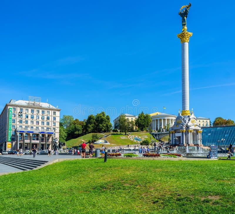 La place moderne de l'indépendance à Kiev photos libres de droits