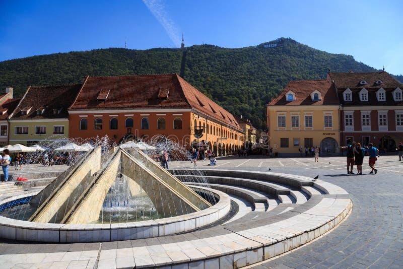 La place principale dans la ville de Brasov, Roumanie image stock