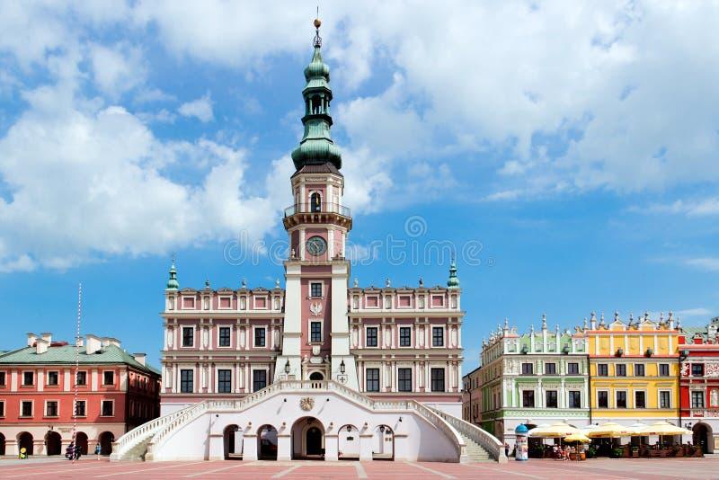 La place principale du marché dans la vieille ville de Zamosc. photos libres de droits
