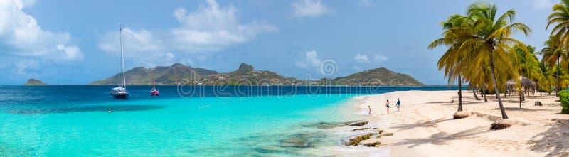 la plage badine la mère photographie stock libre de droits