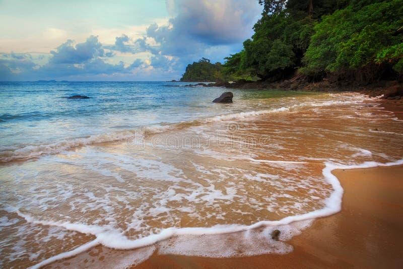 Download La plage d'Andaman photo stock. Image du plage, ciel - 45358486