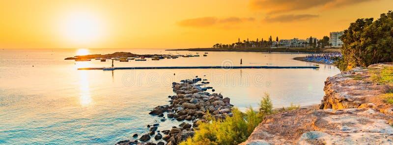 La plage de Fig Tree Bay à Protaras, Chypre photographie stock