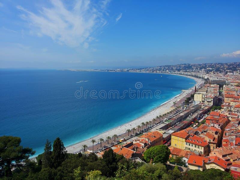La plage de Nice image libre de droits