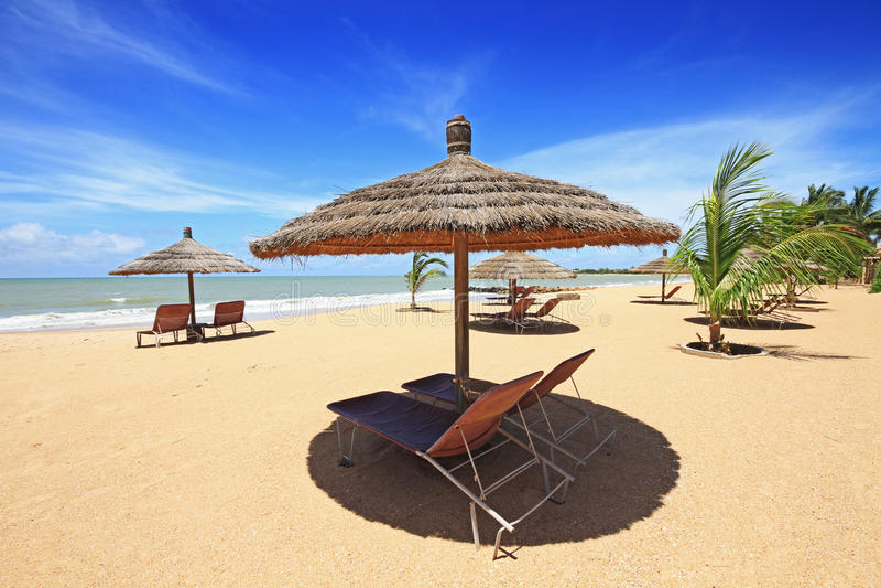 La plage de Saly au Sénégal photos stock