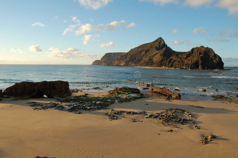 La plage et la côte de l'île Porto de vacances font Santo photo stock