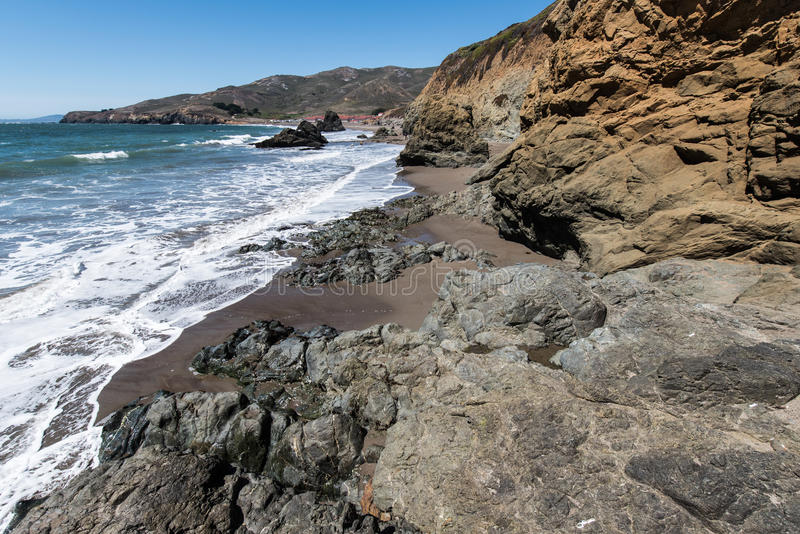 La plage la Californie de rodéo bascule les vagues et le sable images libres de droits