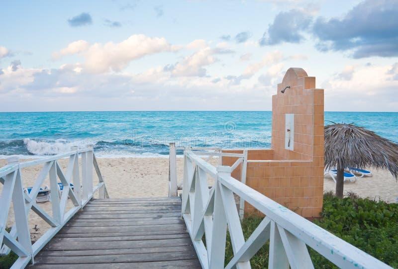 La plage sur l'océan photographie stock libre de droits