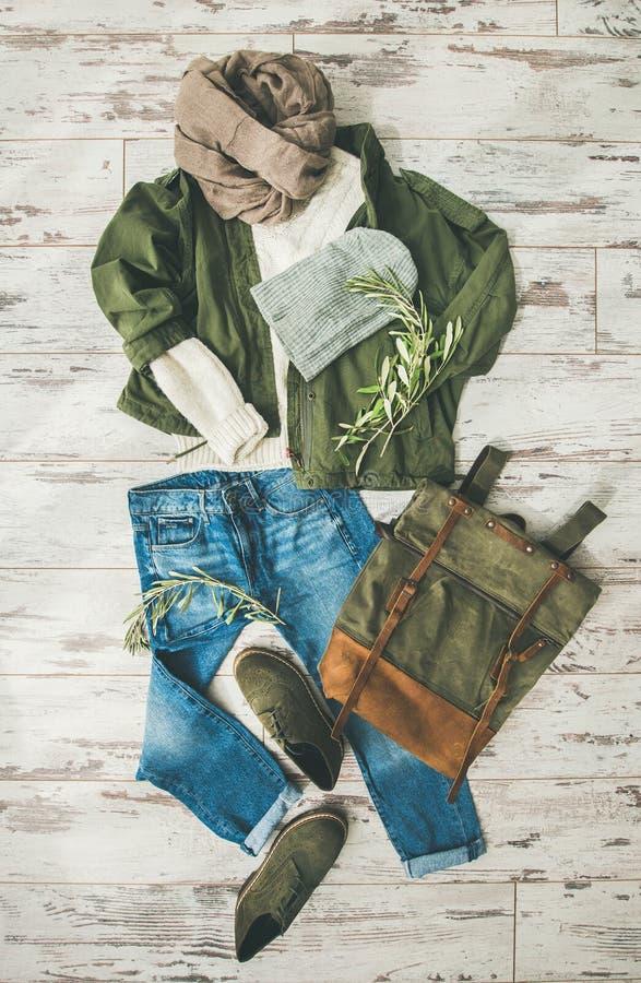 la Plano-endecha del ` s de la señora de la caída viste el equipo, mirada de moda del otoño fotografía de archivo