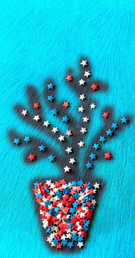La planta abstracta en pote protagoniza la forma del confeti Fondo de textura azul Bandera vertical del web Visión superior Copie fotos de archivo