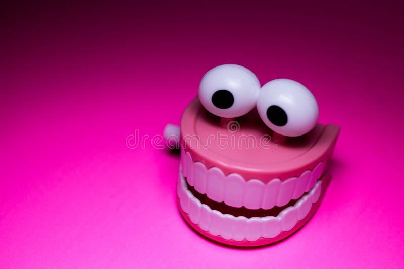 La plastica dei denti di schiamazzo finisce il giocattolo fotografia stock libera da diritti