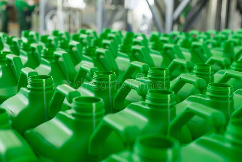 La plastica vuota inscatola il colore verde fotografia stock libera da diritti
