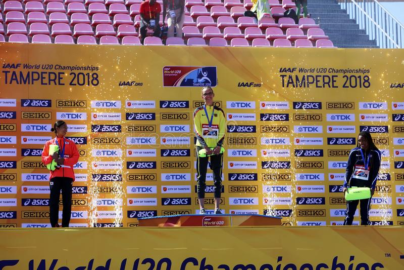 La plata del triunfo de AYAKA KORA Japan, oro del triunfo de LEA-JASMIN RIECKE Alemania, TARA DAVIS LOS E.E.U.U. gana la medalla  imagen de archivo