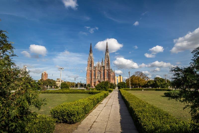 La Plata Kathedrale und Piazza Moreno - La Plata, Buenos Aires Provinz, Argentinien lizenzfreie stockbilder