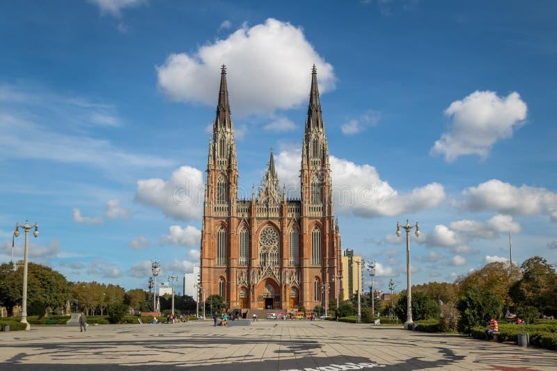 La Plata Kathedrale und Piazza Moreno - La Plata, Buenos Aires Provinz, Argentinien stockbild