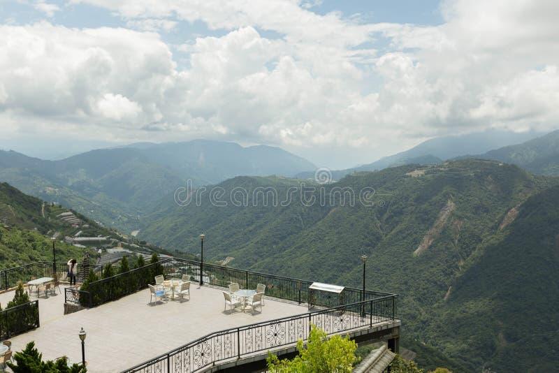La plataforma del balcón proporciona la visión para el paisaje de la naturaleza imagen de archivo libre de regalías