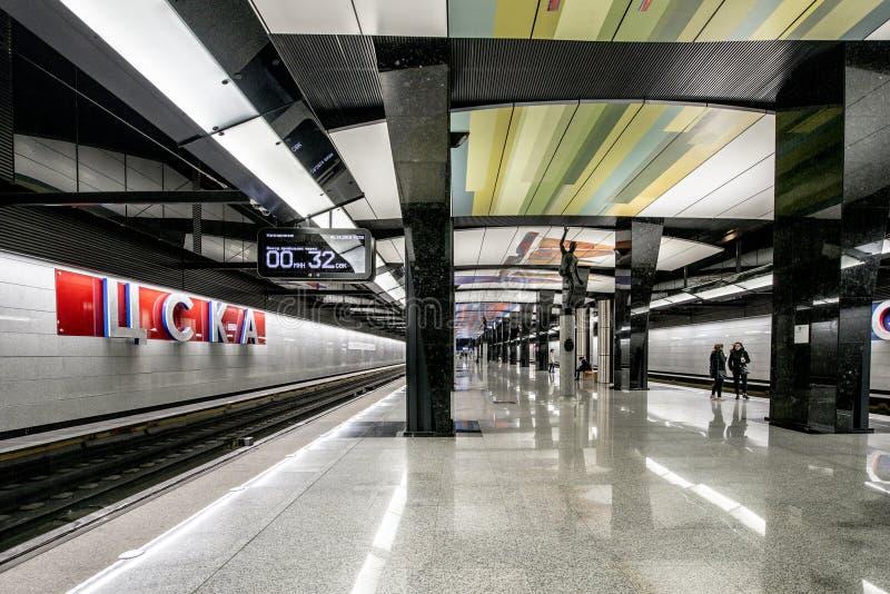 La plataforma moderna de la nueva estación del metro del metro de Moscú imagen de archivo libre de regalías