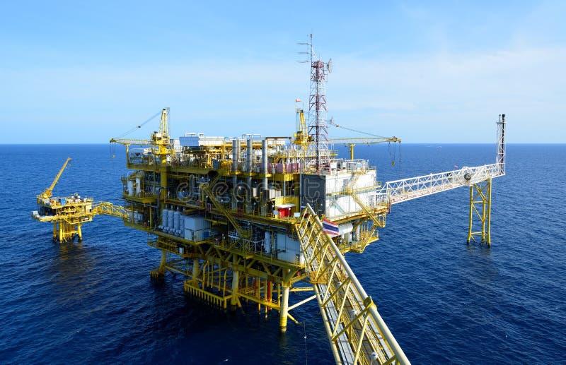 La plate-forme pétrolière. photo stock