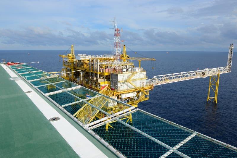 La plate-forme pétrolière. photos stock