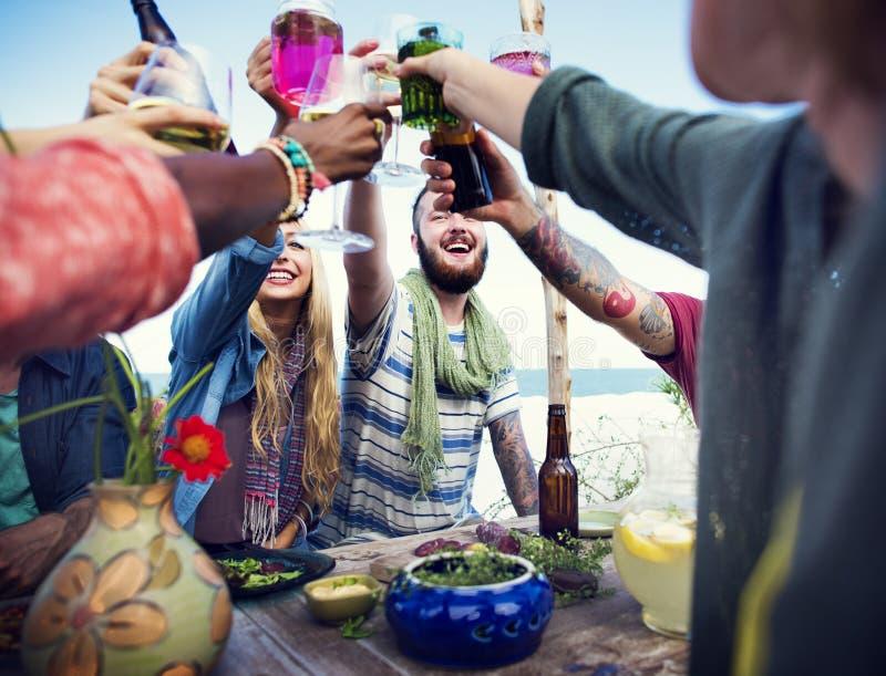 La playa anima concepto de la cena de la diversión del verano de la amistad de la celebración fotografía de archivo