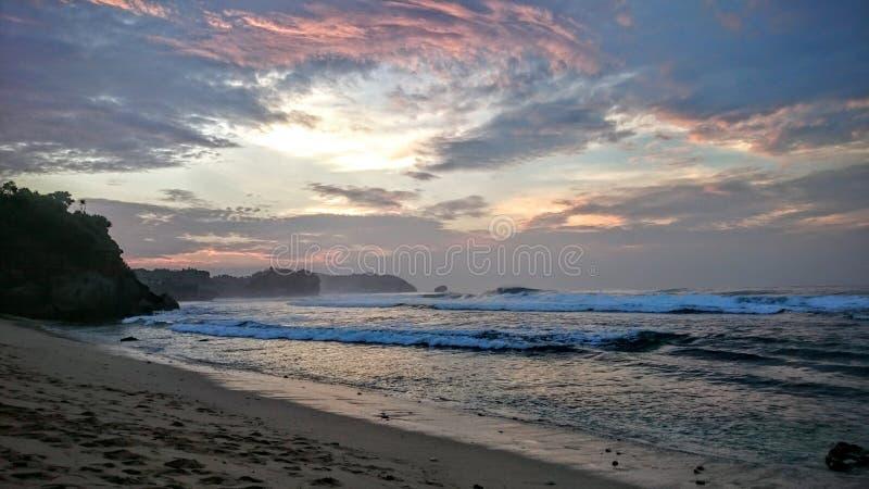 La playa calma abajo foto de archivo