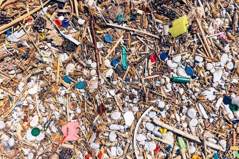 La playa contaminó totalmente fotos de archivo libres de regalías