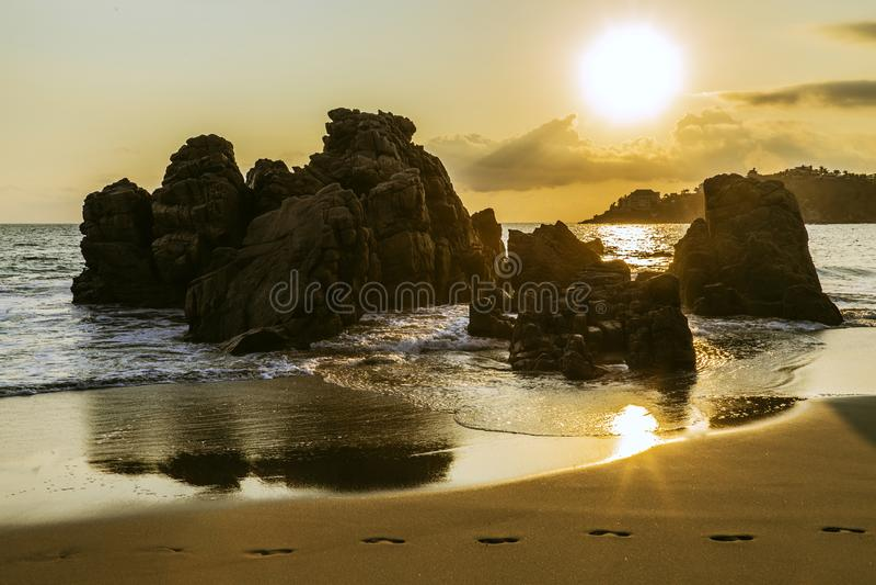 La playa de oro de Puerto Escondido, Oaxaca, México fotos de archivo