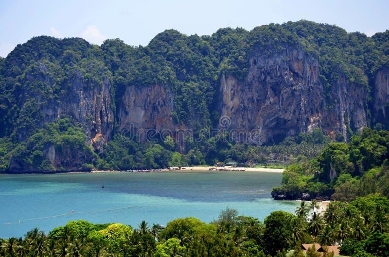 La playa de Tonsai del punto de vista de Railay fotos de archivo libres de regalías