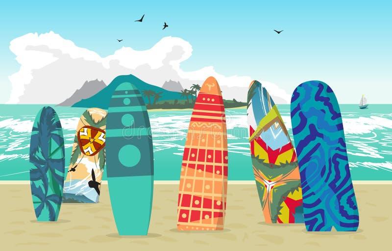La playa del verano del paisaje del mar, tablas hawaianas se pegó en la arena ilustración del vector
