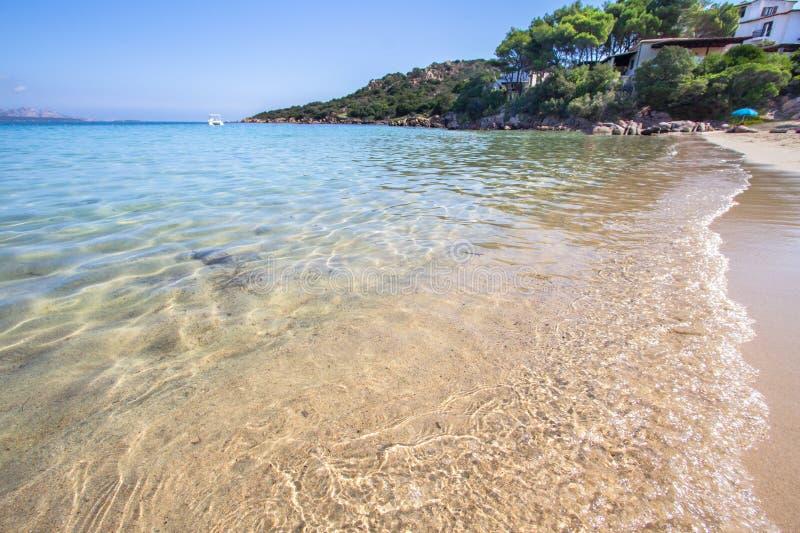 La playa en Baja Cerdeña en Cerdeña, Italia imagen de archivo libre de regalías
