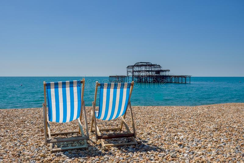 La playa en Brighton Reino Unido fotos de archivo