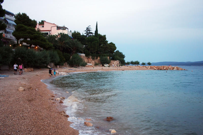 La playa en Omis, Croacia imágenes de archivo libres de regalías