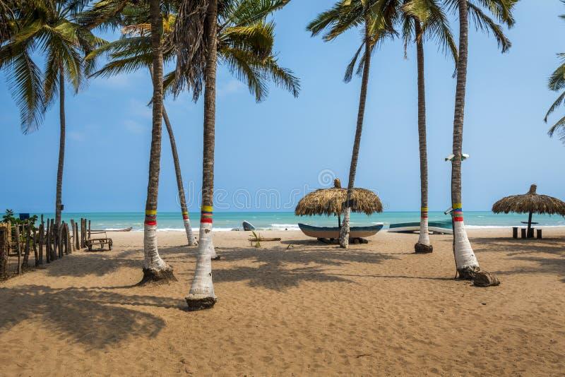 La playa hermosa del Palomino en la costa del Caribe de Colombia, Suramérica fotografía de archivo