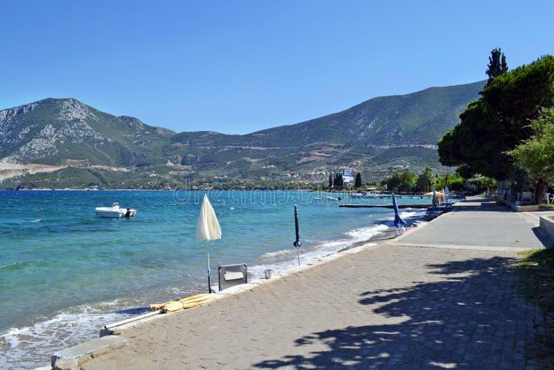 La playa hundida de la ciudad cerca de Epidavros foto de archivo libre de regalías