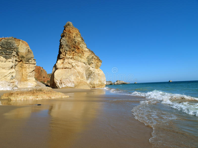 La playa idílica de Praia de Rocha foto de archivo