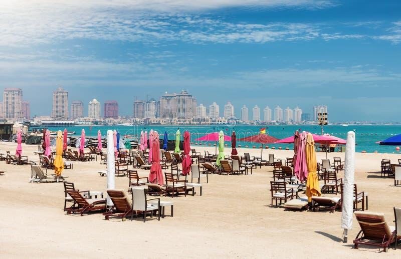 La playa pública en el centro cultural de Katara en Doha fotos de archivo libres de regalías