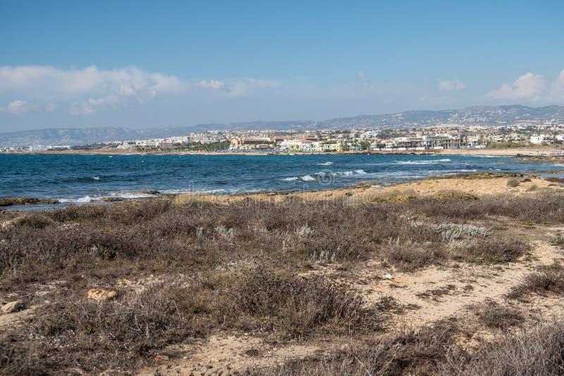 La playa y la bahía cerca de Paphos en Chipre imágenes de archivo libres de regalías
