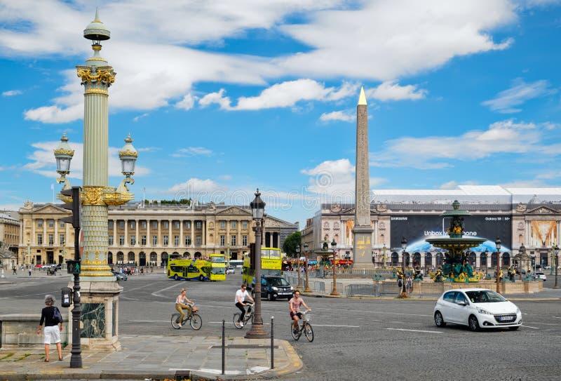 La plaza de la Concordia en París central en un día de verano imagen de archivo