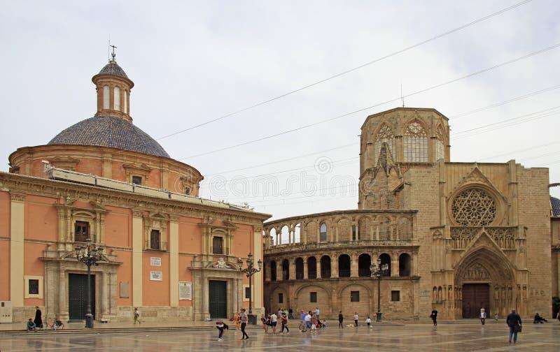 La Plaza de la Virgen ist in der Stadt Valencia quadratisch stockfotos
