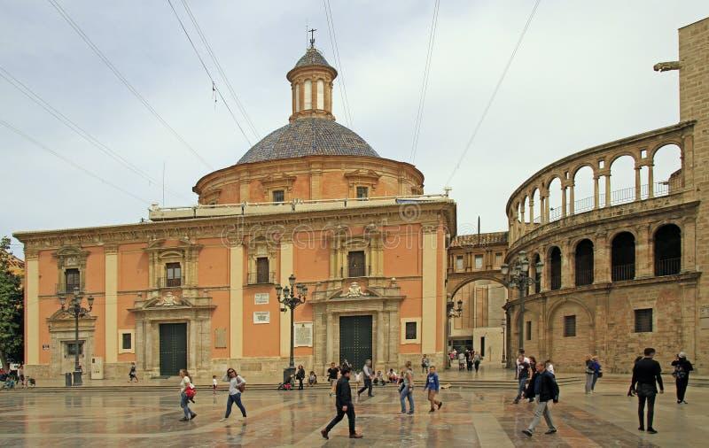 La Plaza de la Virgen ist in der Stadt Valencia quadratisch lizenzfreie stockfotografie