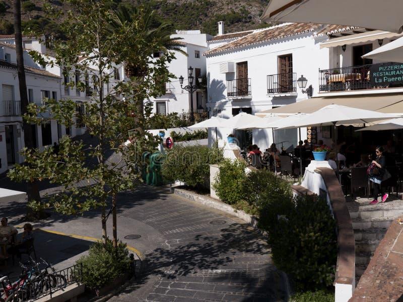 La plaza en Mijas uno de los pueblos 'blancos' más hermosos del área meridional de España llamó Andalucía imágenes de archivo libres de regalías