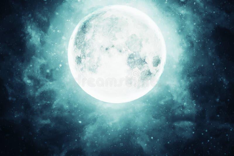 La pleine lune dans le ciel foncé photo stock