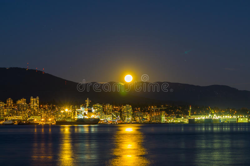 La pleine lune de novembre photo stock