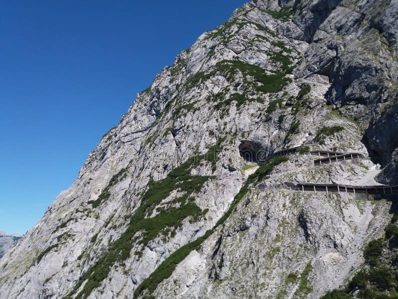 La plus grande caverne glaciaire en Europe images stock