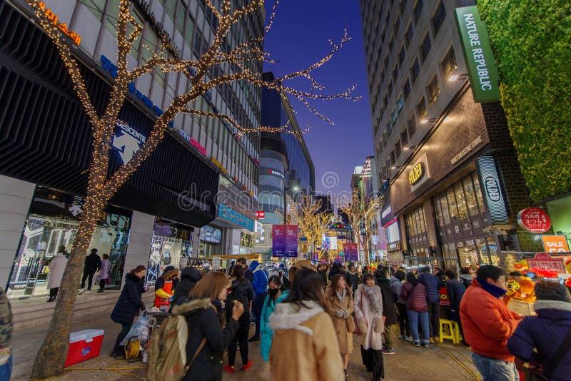 La plus grande rue Myungdong d'achats de décembre 5,2017 à Séoul photographie stock