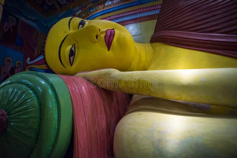 La plus grande statue de Bouddha étendu de Sri Lanka dans Galagoda images libres de droits