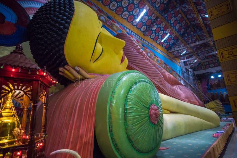 La plus grande statue de Bouddha étendu de Sri Lanka dans Galagoda image libre de droits