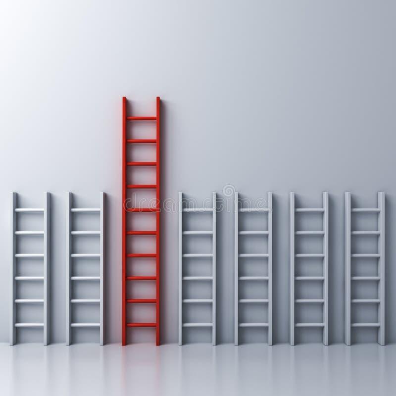 La plus longue échelle rouge entre d'autres échelles blanches courtes sur le fond blanc de mur illustration stock