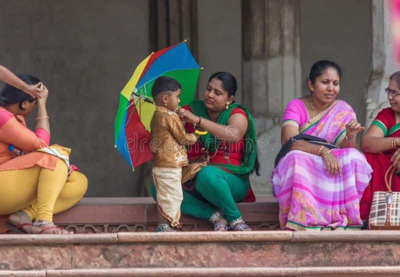 La población colorida de Agra, la India fotos de archivo