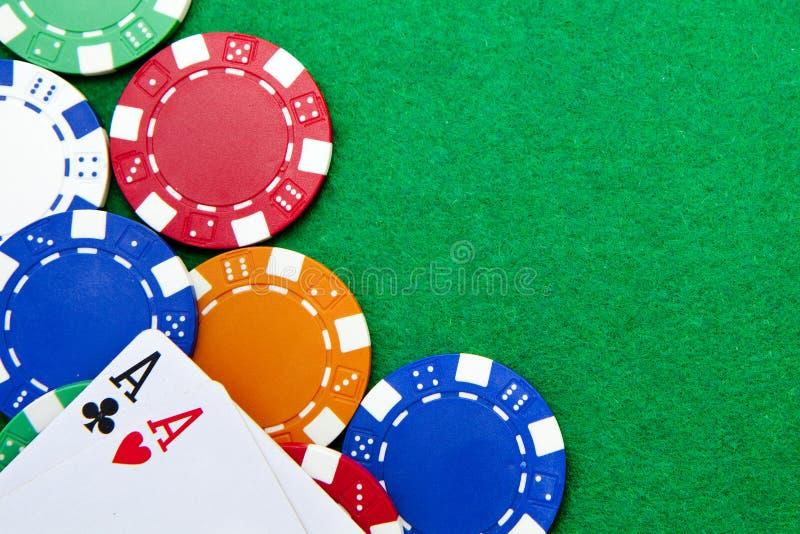 La poche de holdem du Texas aces sur une table de casino photos libres de droits