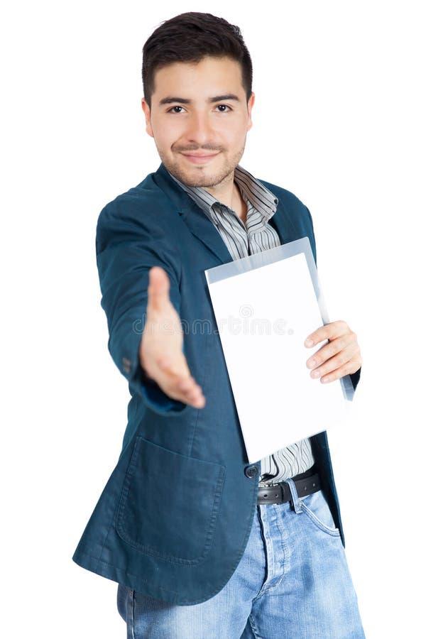 La poignée de main de offre de jeune homme d'affaires à vous a isolé sur le blanc photographie stock
